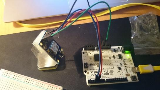 El gps enchufado a la placa Arduino el cual no consigo hacer funcionar... no se si lo conecto bien o no funciona. Ref del GPS: GY-GPS6MV2